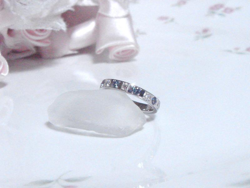 アレキサンドライトとダイヤモンドのリング