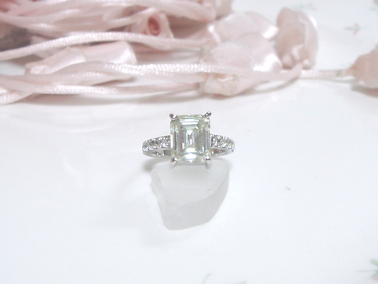 モアッサナイトの指輪