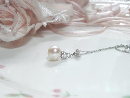 パールとダイヤモンドのペンダント