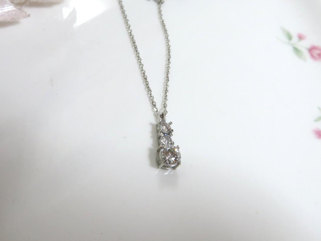 ダイヤモンド3ストーンペンダント