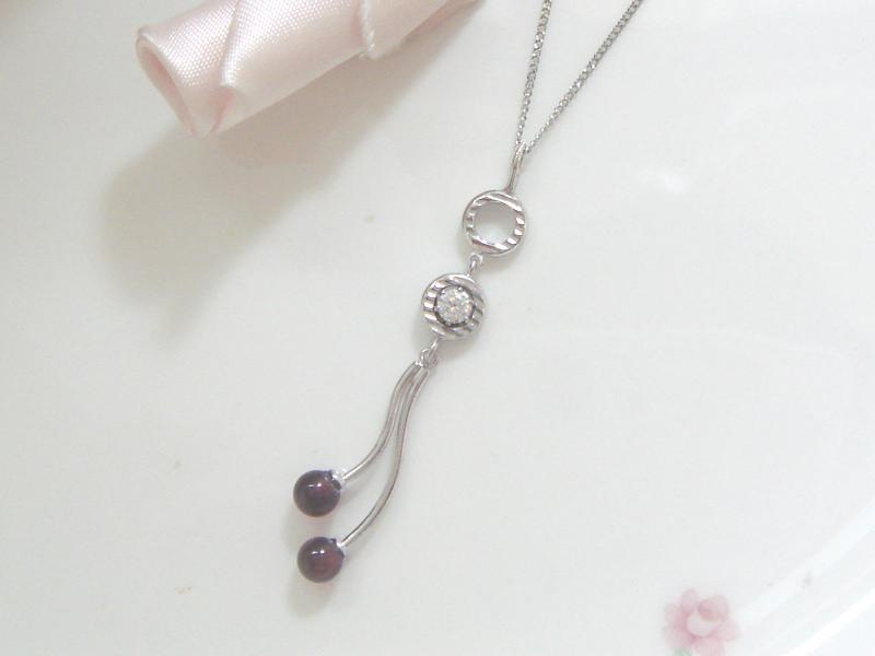 ガーネットとダイヤモンドのペンダント