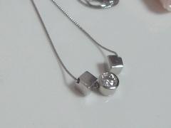 ダイヤモンドとキュービックモチーフのペンダントafter
