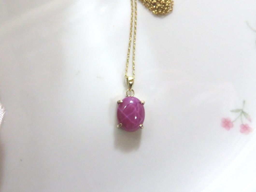 ピンク色石ペンダント